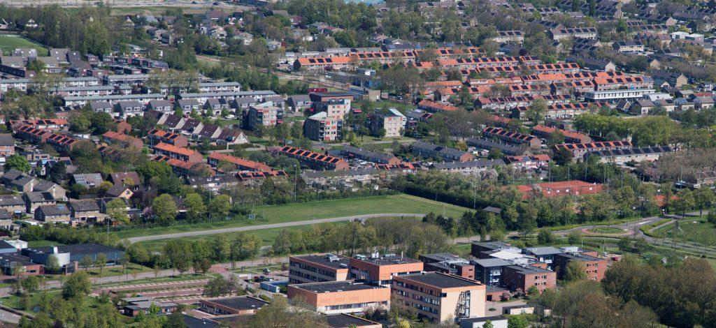 De Bouwvereniging Harlingen luchtfoto zonnepanelen energielabel A